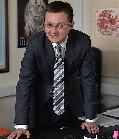 В 2001 году возглавил компанию компании