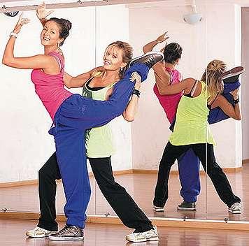 Нюша на занятиях танцами