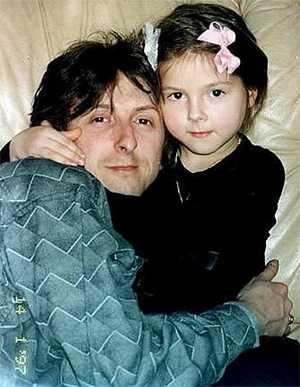 Певица Нюша (Анна Шурочкина) с отцом в детстве