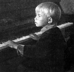 Александра Пахмутова в детстве