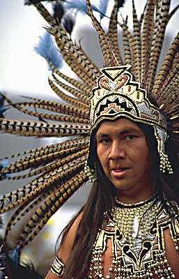 Индеец в традиционном костюме. Мексика