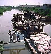 На реке близ Шанхая