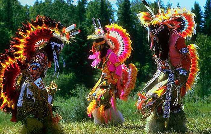 Традиционный обряд заклинания у индейцев одного из племен Канады